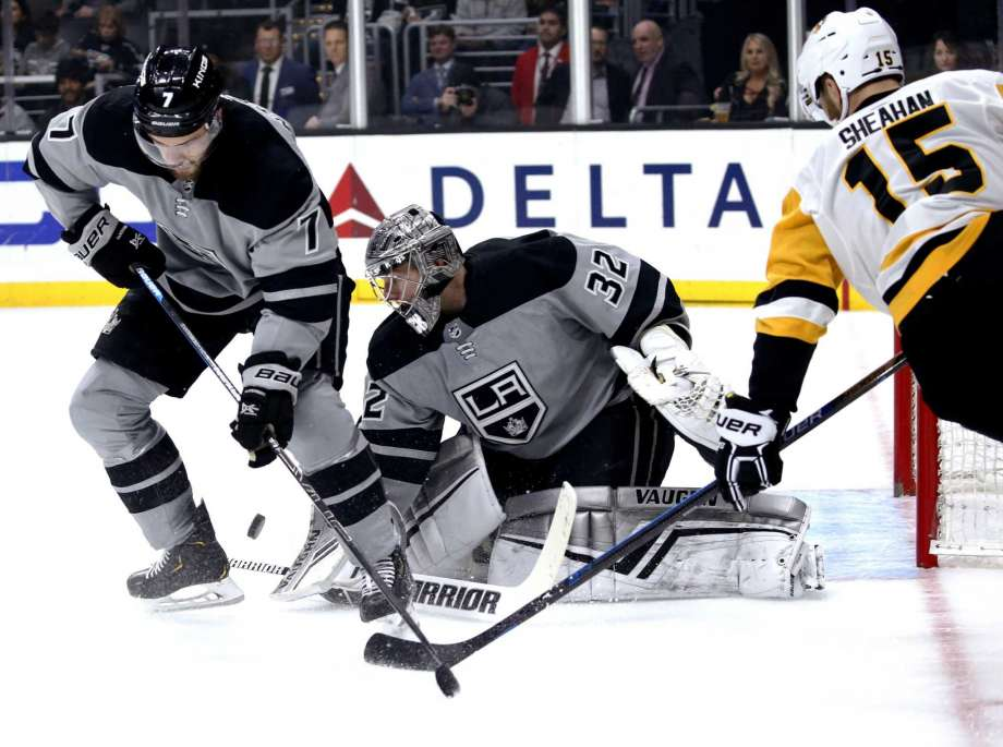 Quick leads Kings in 5-2 victory over Penguins