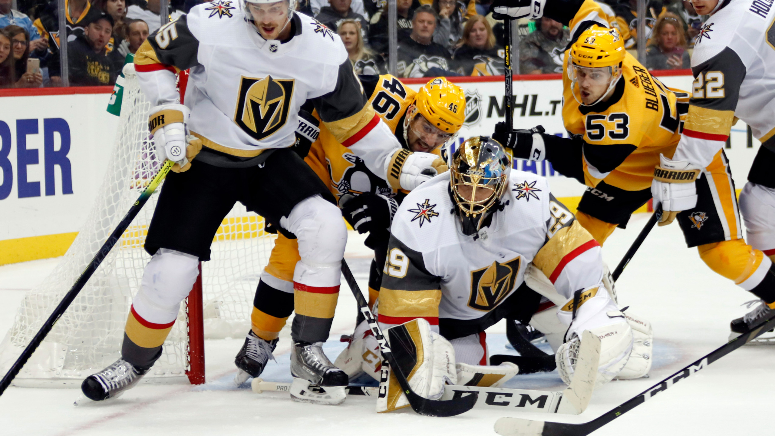 Fleury wins goalie duel, leads Vegas to 3-0 win over Penguins