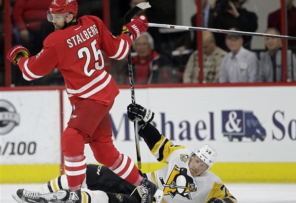 Crosby power play goal leads Penguins over Hurricanes