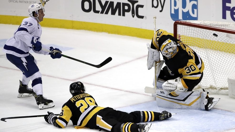 Penguins' missed opportunities add up in 2-1 overtime loss to Lightning
