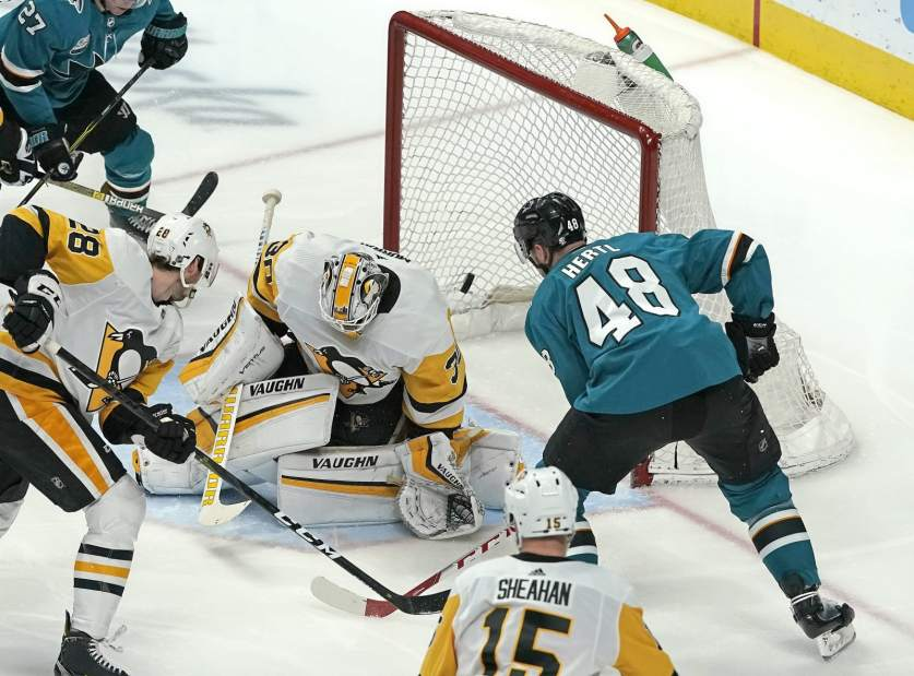 Murray surrenders five in Pens loss to San Jose