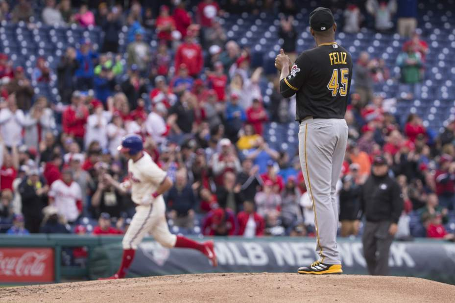 Rhys Hoskins homer lifts Phillies over Pirates