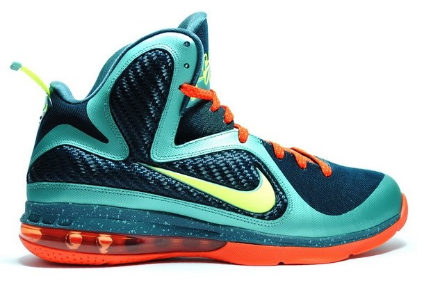 lebron james tennis shoes