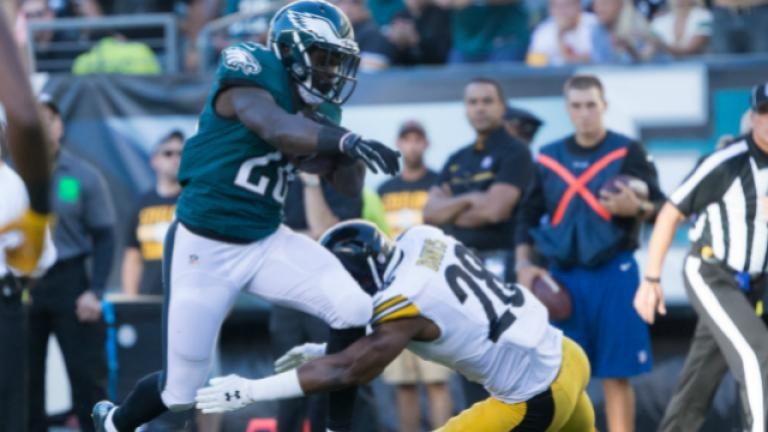 Wentz leads Eagles over Steelers in 34-3 rout